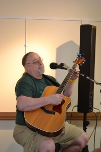 Skip Hoyt provided musical entertainment for the F.A.A. members and guests.